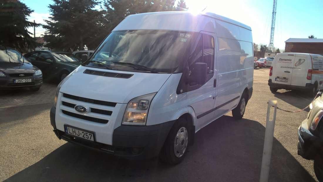 8 köbméteres Ford Transit kisteherautó bérlés Győrben, akár sofőrrel is
